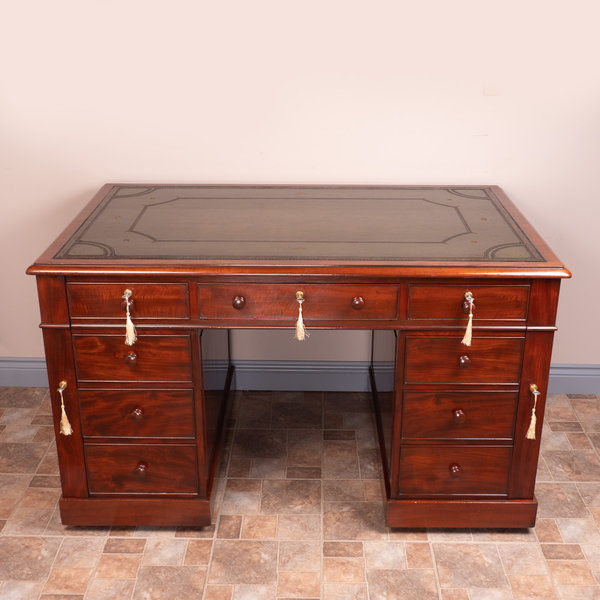 Fine Quality Early 19th Century Mahogany Desk